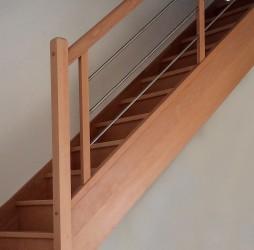 escalier droit sur mesure en hêtre