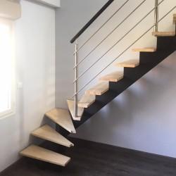 Escalier 1/4 tournant départ à poutre limon central en bois et ...
