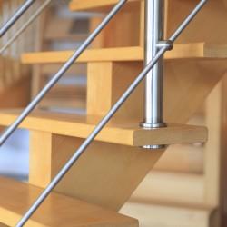 Zoom escalier à limon central en bois