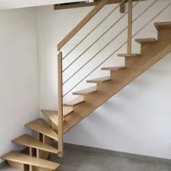 Escalier 1 4 tournant à double limons centrés en bois