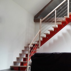 Escalier quart tournant au milieu à double limons centrés en bois