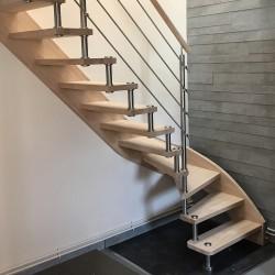 Escalier 1 quart tournant à entretoises en inox et marches en bois