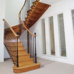 Escalier à l'anglaise en bois et fer forgé noir