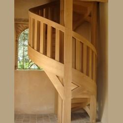 Escalier en bois entièrement façonné à la main