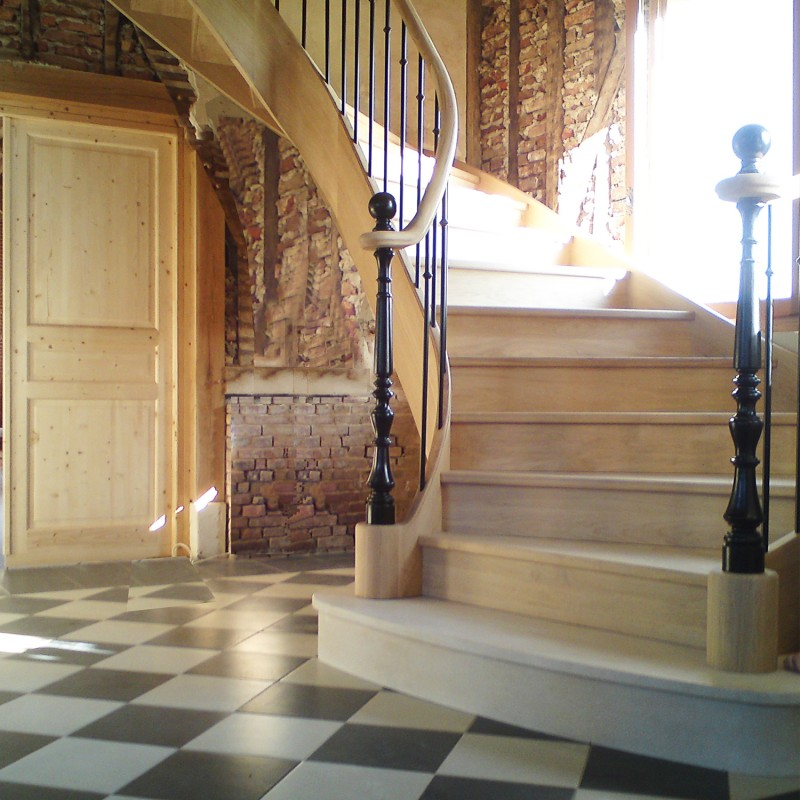 Escalier sur-mesure en bois débillardé modèle Prévert - Oéba