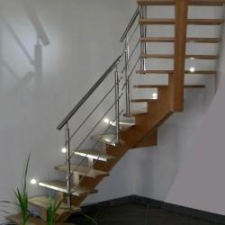 Escalier 1 4 tournant à limon central en bois avec garde-corps et poteaux en inox