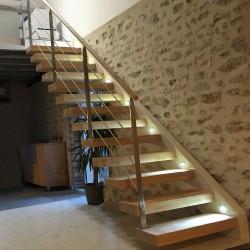 Escalier en bois à marche autoportantes et garde-corps en acier