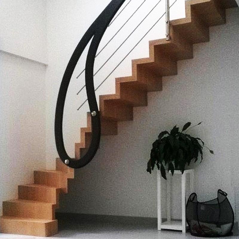 """Escalier design à marches en cascade et garde-corps """"goutte d'eau"""""""