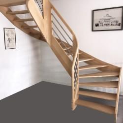 Escalier sur-mesure en bois débillardé et tubes inox