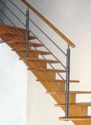Escalier à limon central en bois et garde-corps en inox