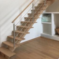 Escalier à limon central bois et poteaux inox