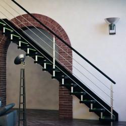 Escalier droit contemporain à entretoises en inox et marches en bois