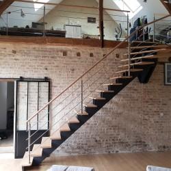 Escalier à doubles limons crémaillère et poteaux en inox