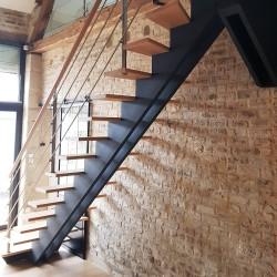 Escalier droit à double limons centrés en bois