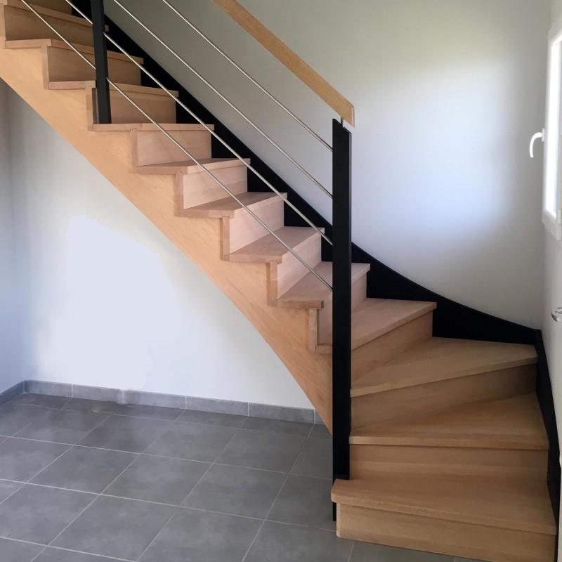 escalier en bois sur-mesure à limon crémaillère