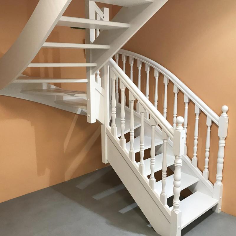 escalier traditionnel en bois tourné