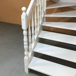 escalier sur mesure traditionnel en bois tourné