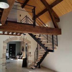 escalier sur mesure en acier et bois à poutre centrale métallique