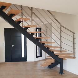 escalier métallique sur mesure à limon central acier