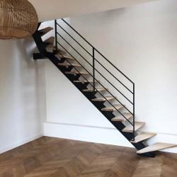 Escalier 1/4 tournant haut à limon central en acier
