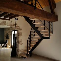 Escalier double quart tournant en métal et marches en bois