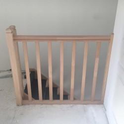 Garde-corps d'escalier sur-mesure en bois modèle traditionnel