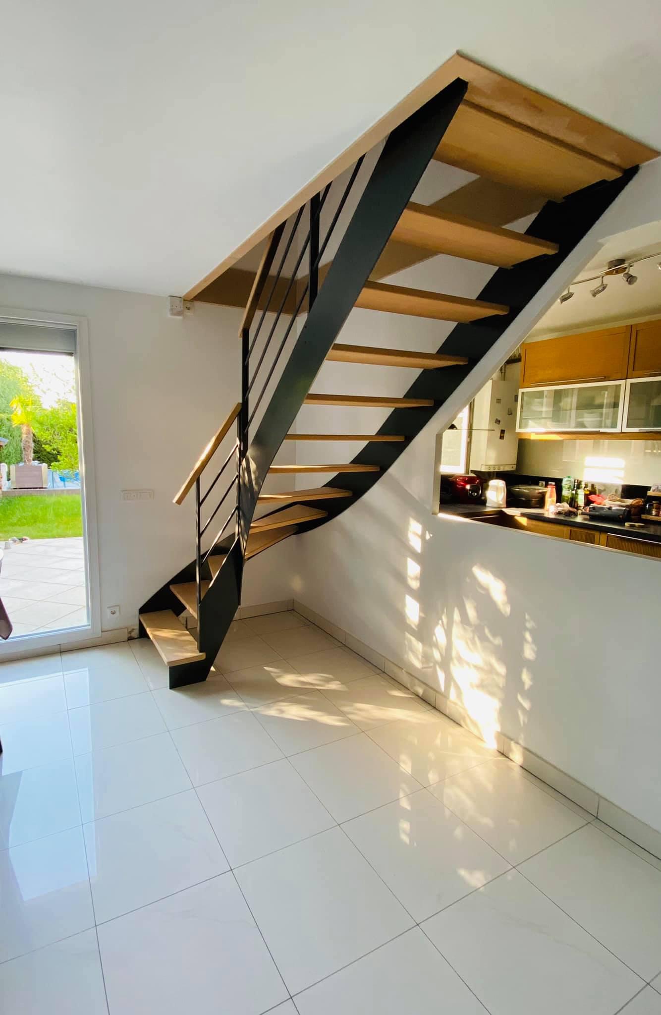 Escalier-métal-bois-limon-francaise.jpg